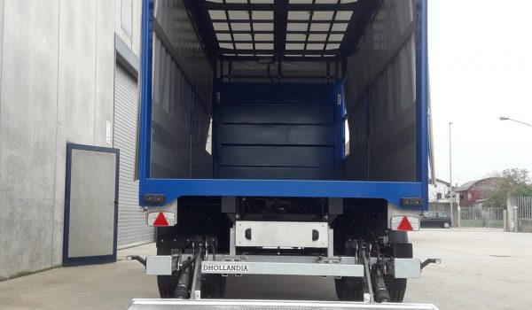 Extendable roof for truck and trailer ribs. Truck and industrial vehicle fittings