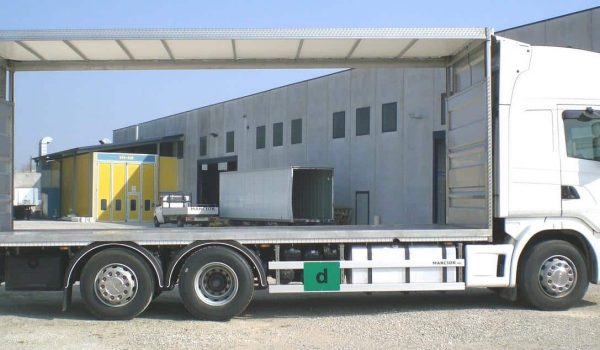 Ribs for the transport of live animals, fittings for trucks and industrial vehicles