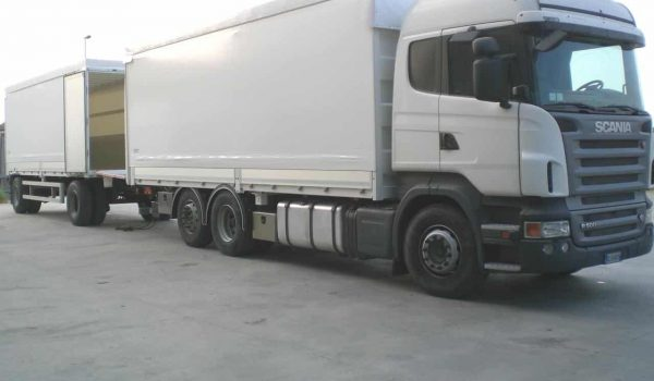 Construction of curtainsider trucks, trucks, vans and industrial vehicles. Curtains for vehicles