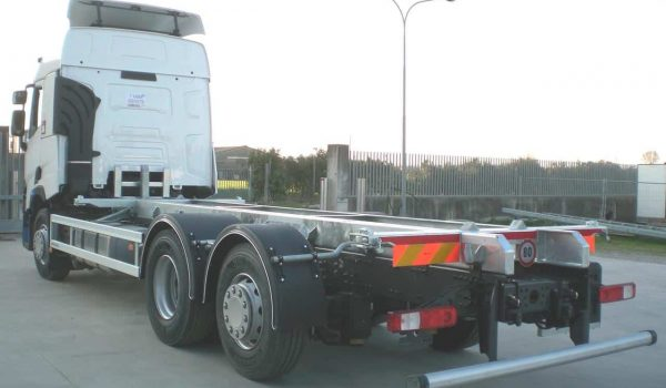 Preparation of roll-off industrial vehicles for truck and trailers. Fixed demountable plants