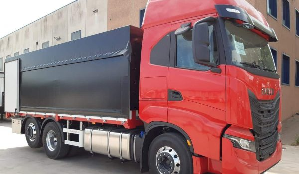 Construction of curtainsider trucks, vans and industrial vehicles. Ribs with side